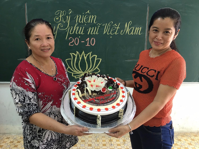 Trường THCS Chánh Nghĩa tổ chức sinh hoạt kỷ niệm ngày Phụ nữ Việt Nam 20-10-2017
